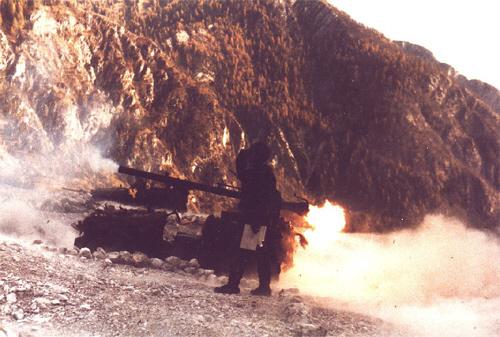 La vampa del 106 in Val D'Oten (BL) verso le Marmarole (scuola tiri 1984). Per gentile concessione del Ten. cpl Luca De Paris 118° AUC (BL) BTG alp. Feltre 66^ Cp