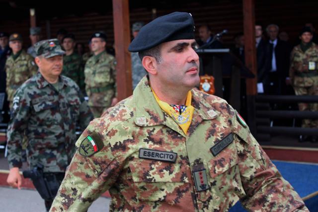 """Il Col. Vincenzo Cipullo, Comandante del """"Villaggio Italia"""" in Kosovo"""