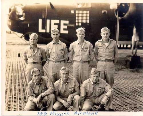 Il B-24 LIFE, sulla pista di volo dell'Aeroporto AIR Force di Venosa (1945), mitico aereo simbolo, era un bombardiere americano del 485(th) BG (Copyright Mike Adams)