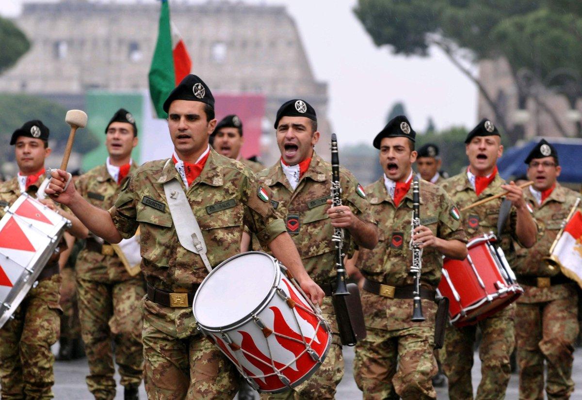 "Banda/ Dimonios, il live della ""Brigata Sassari""."