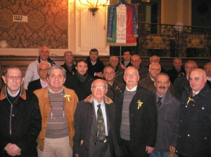 In foto alcuni manifestanti in rappresentanza delle Associazioni d'Arma di Puglia riuniti per la solidarietà ai marò Pugliesi