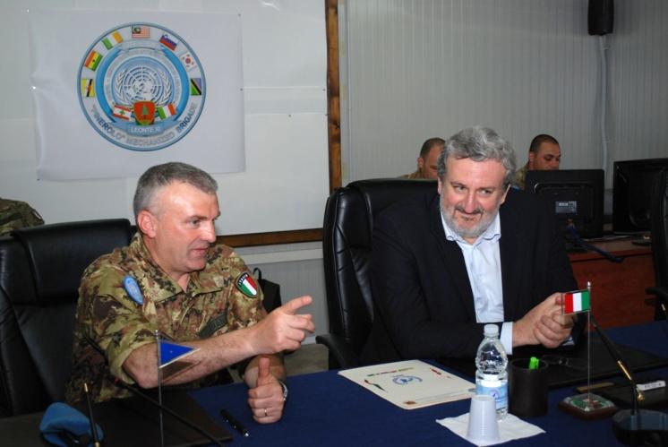 28-04-12 sindaco Emiliano e generale Lamanna 2