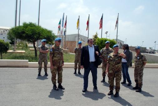 28-04-12 sindaco nella base militare Onu