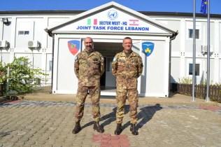 """Base """"Millevoi"""", Shama nel Libano del sud, la 132^ Brigata corazzata """"Ariete"""", comandata dal Generale Gaetano Zauner (sinistra) è stata sostituita dalla Brigata aeromobile """"Friuli"""", comandata dal Generale Antonio Bettelli (destra) - Foto di Fabia Martina"""