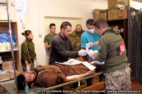 bala baluk, afghanistan - intervento medico d'urgenza per afghano
