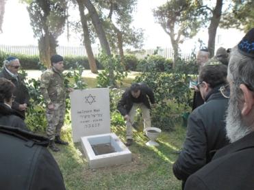 Cerimonia di traslazione dei resti del soldato di religione ebraica, Cesare Mieli, di Roma, classe 1887, caduto nella Prima Guerra Mondiale, a Valona presso il Sacrario Militare Caduti d'Oltremare.