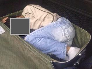 L'immigrato viaggia in valigia