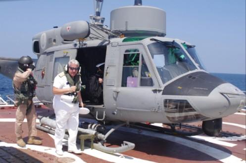 l'ammiraglio natale sbarca dall'ab 212 appena appontato sulla nave russa
