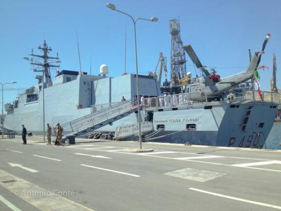 """In foto: Nave """"Comandante Cigala Fulgosi"""", al comando del Capitano di Fregata Massimiliano Lauretti a La Valletta, Malta, Porto """"Grand Harbour"""". Foto di Antonio Conte. 21 Giugno 2013"""
