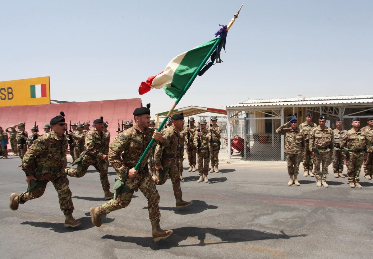 Afghanistan isaf regional command west la bandiera di for Bandiera di guerra italiana
