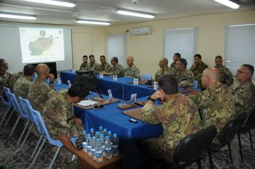 02. un momento del briefing di aggiornamento operativo presso la TSU-S di Farah