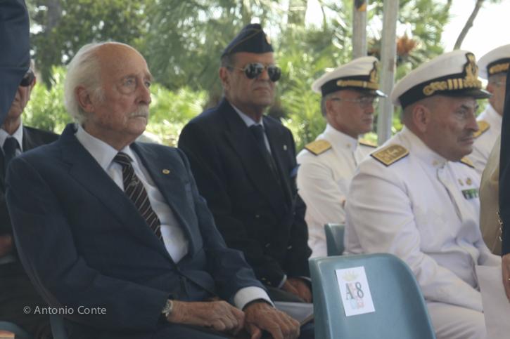 Brindisi. Giornata della memoria dei marinai scomparsi in mare. Riconoscibile l'Ammiraglio di Squadra Gerald Talarico