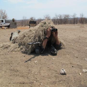 Per prevenire e preservare la fauna dagli attacchi dei bracconieri occore un adeguato addestramento, qui un operatore in ricognizione