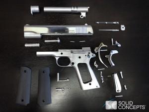 Le parti della Pistola 1911 stampate in 3D in metallo (acciaio sintetico) con procedimento a freddo della Solid Concepts.