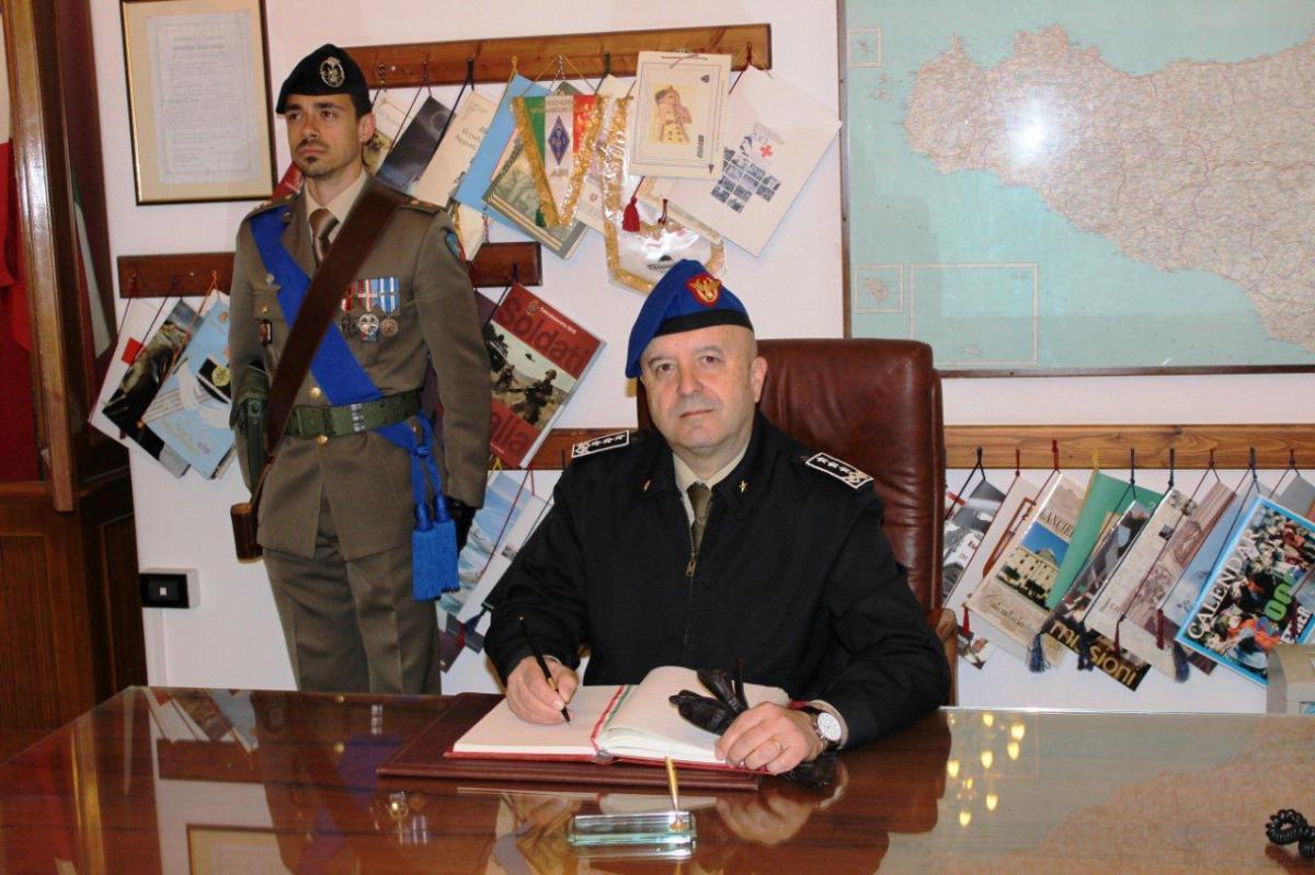 """Palermo/ Caserma """"Euclide TURBA"""". Il Comandante COMFOTER visita il 46° Reggimento Trasmissioni"""