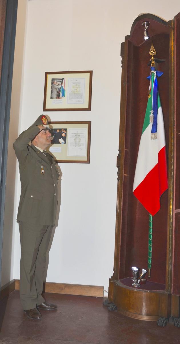Modena/ Accademia Militare. Il Generale Bernardini saluta la Bandiera