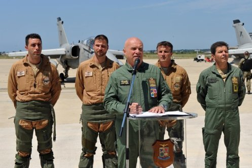 Il Generale Preziosa con i piloti AMX - FOTO AM