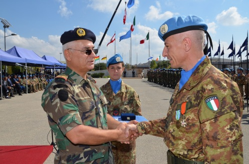 13.10.2014 ToA Unifil Sector West - Gen. POLLI riceve la Lebanese Honor Medal (10)