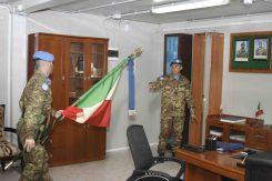 la bandiera del 10° affianco alla bandiera dell'8°