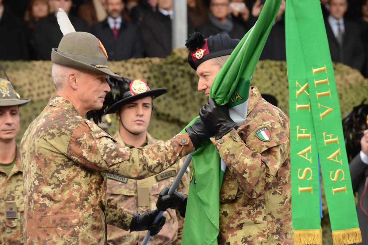 """Solbiate Olona/ Caserma """"Ugo Mara"""". Il Generale Battisti passa il comando al Generale Marchiò"""