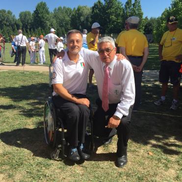 Il Ten.Col. Roberto Punzo del GSPD con il Presidente della FITARCO, Mario Scarzella.
