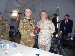 Scambio dei doni tra il Capo di Stato Maggiore della Difesa e il Ministro della Difesa