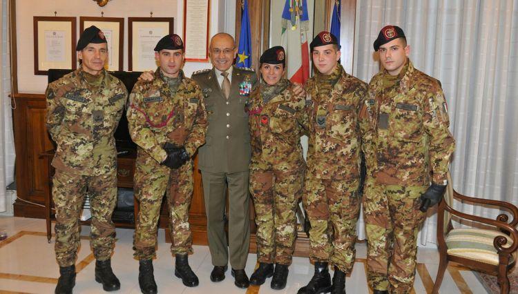 il Capo di Stato Maggiore dell'Esercito Generale Danilo Errico con i Berssaglieri del Sesto