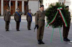 4 Il Gen Vittiglio deposizione alla corona ai caduti