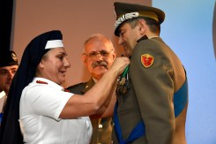 5 gen vittiglio riceve la Medaglia d'oro della croce rossa italiana