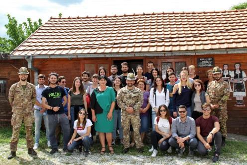 foto di gruppo_militari italiani del CIMIC, studenti LUISS, personale NGO BRIGA