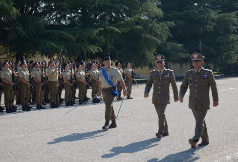 Il Generale di Divisione Massimo Mingiardi passa in rassegna lo schieramento
