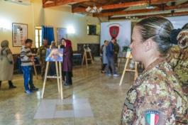 Foto 2 - mostra fotografica a Camp Arena-militari in visita alla mostra