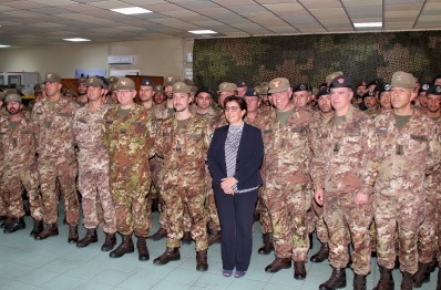 il Ministro Trenta, Il Gen. Graziano, il Gen. Div. Cuoci (COMKFOR) e il personale del MNBG-W