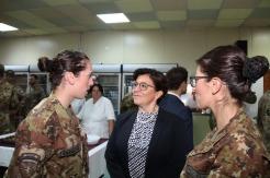 il Ministro Trenta saluta due miltari del 232 Rgt Trasmissioni Avellino