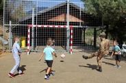 momenti di gioco tra militari italiani e bambini di Carrabreg I Eprem (Decan-Decane) 1