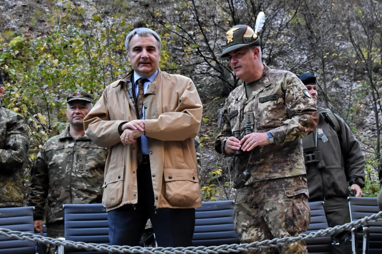 S.E. Piero Cristoforo Sardi, ambasciatore d'Italia in Kosovo, e il Col. Ruggero Cucchini