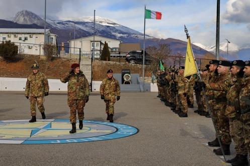 da sinistra il Col. CUCCHINI (C.te del MNBG-W cedente), il Gen. DFiv. D'ADDARIO (COMKFOR), il Col. DI MARCO (C.te del MNBG-W entrante)