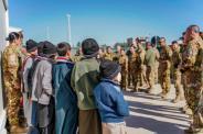 Foto 4 - benvenuto dei militari italiani ai piccoli orfani