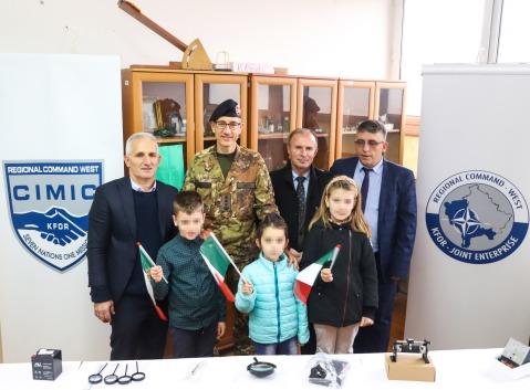 1_donazione nella scuola elementare e media di Orahovac